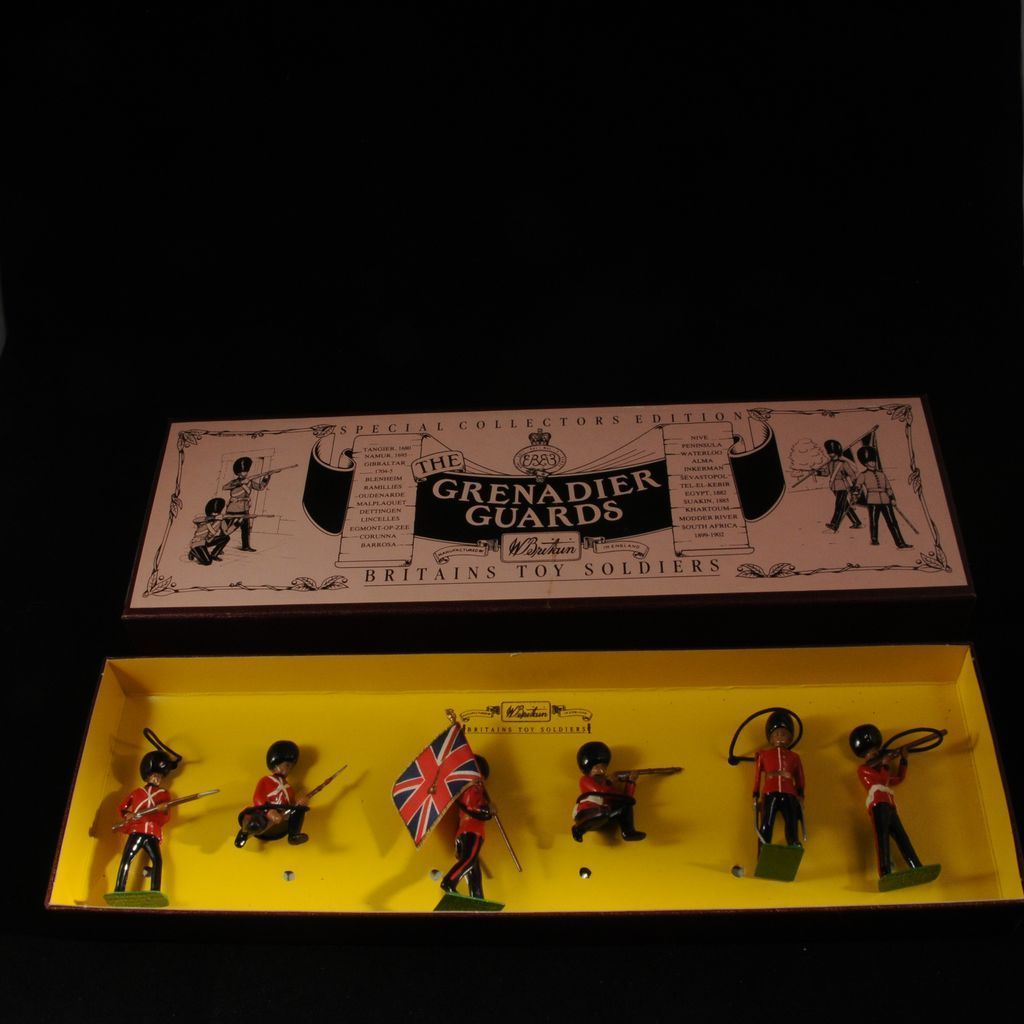 Britains Grenadier Guards Toy Soldiers Set 8810 Mint in Box