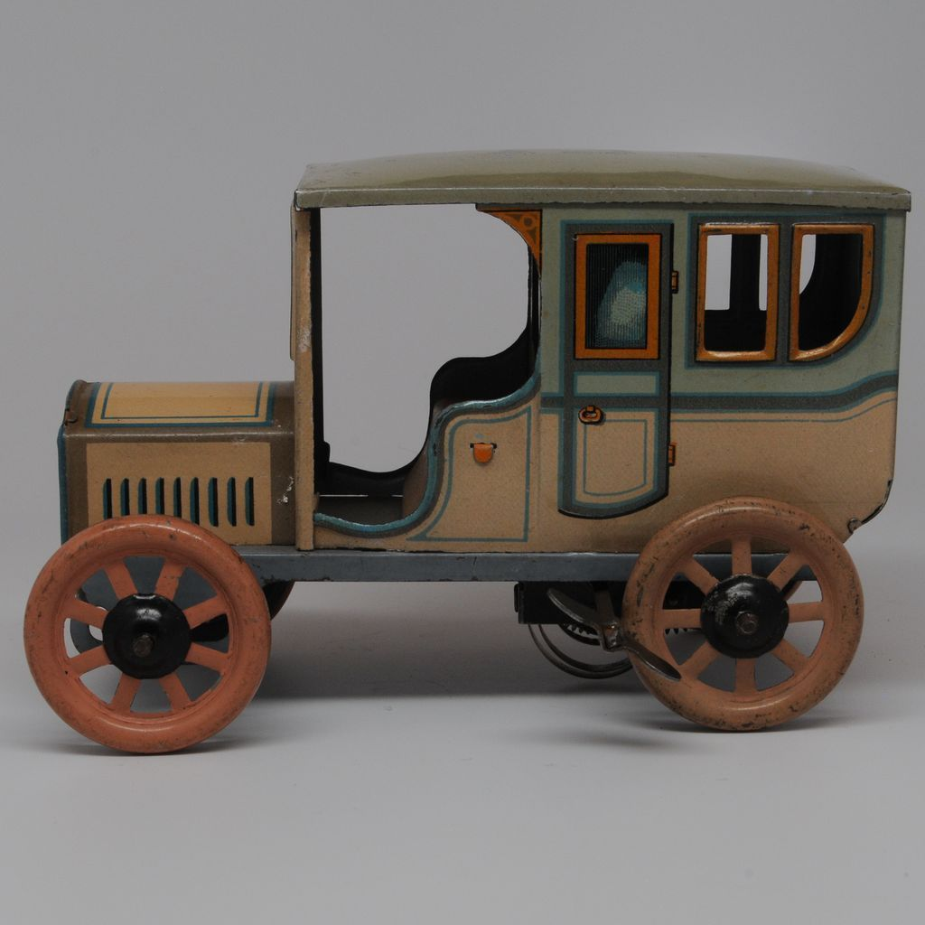 Vintage Bing Tin Town Sedan Wind up Car Circa 1912