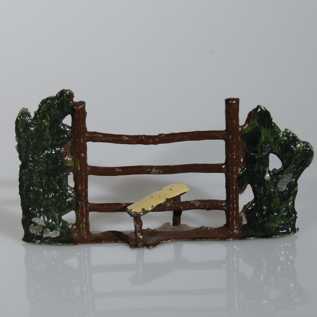 Britains Rustic Stile nbr 581 3 1/2 inches for Farm or Train layout