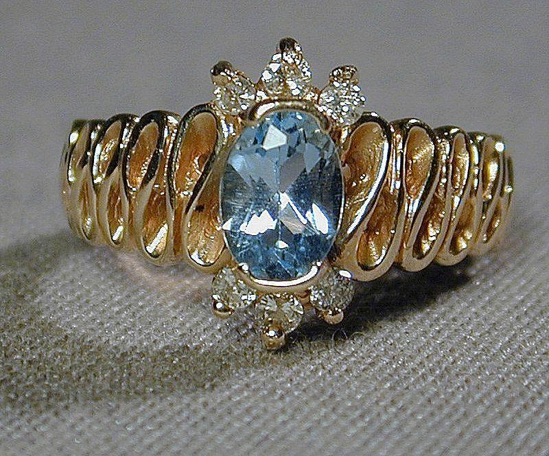 Ribbony Vintage 14K Yellow Gold Ladies Ring w/ Blue Topaz