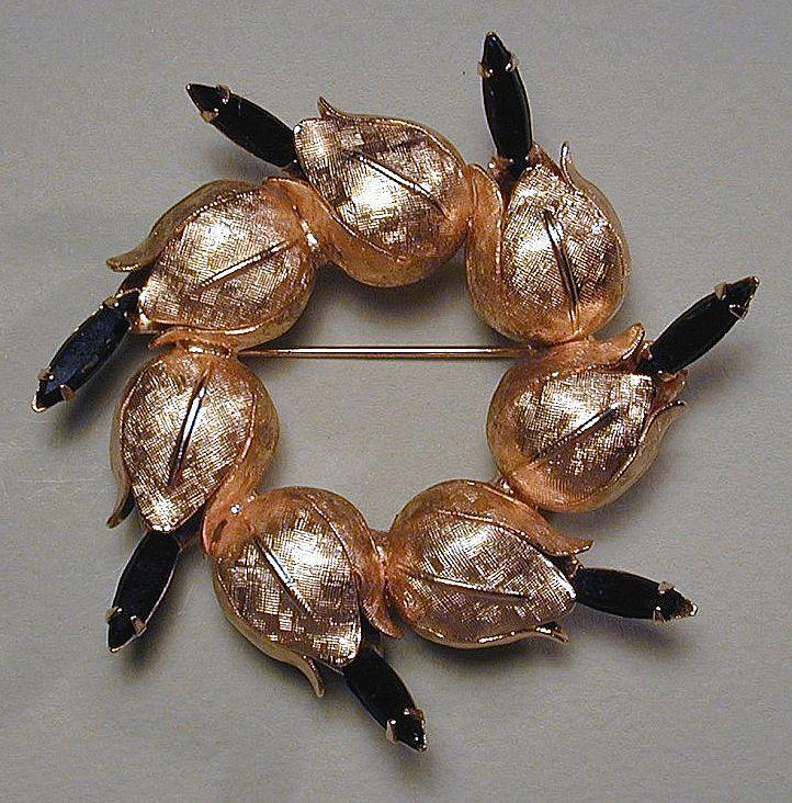 1950s Blooming Gilded Flower Buds w/ Black Jet Glass Brooch Pin