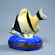 Limoges France Peint Main Tropical Fish Trinket Pill Box