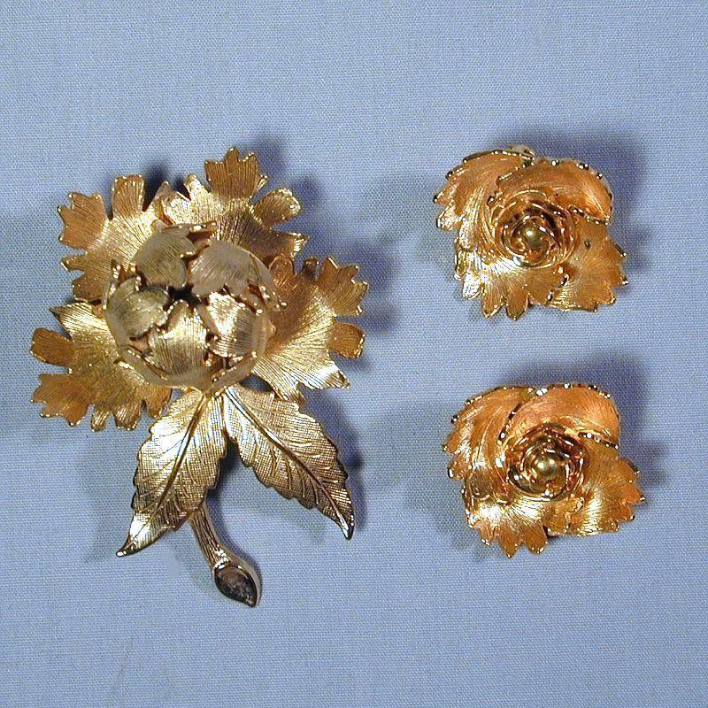 Book Piece WARNER ~ Night and Day ~ Rose Pin & Earrings Set