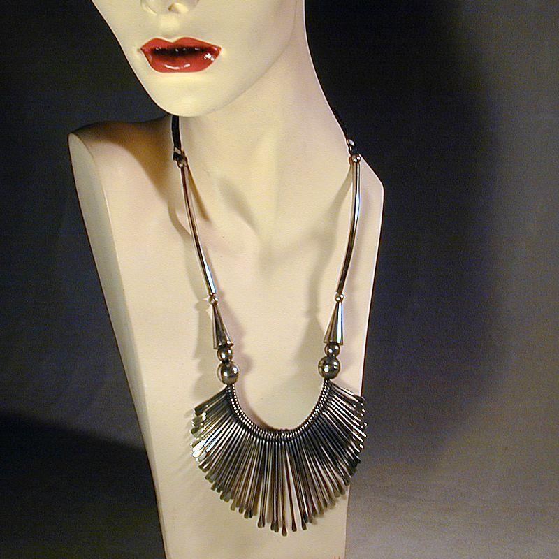 Edgy 1970s Spikey Necklace w/ a Modernist Look
