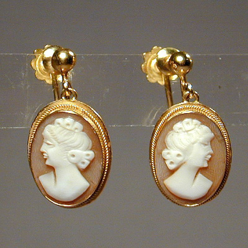 Vintage 750 18K Gold Carved Cameo Earrings Screwback