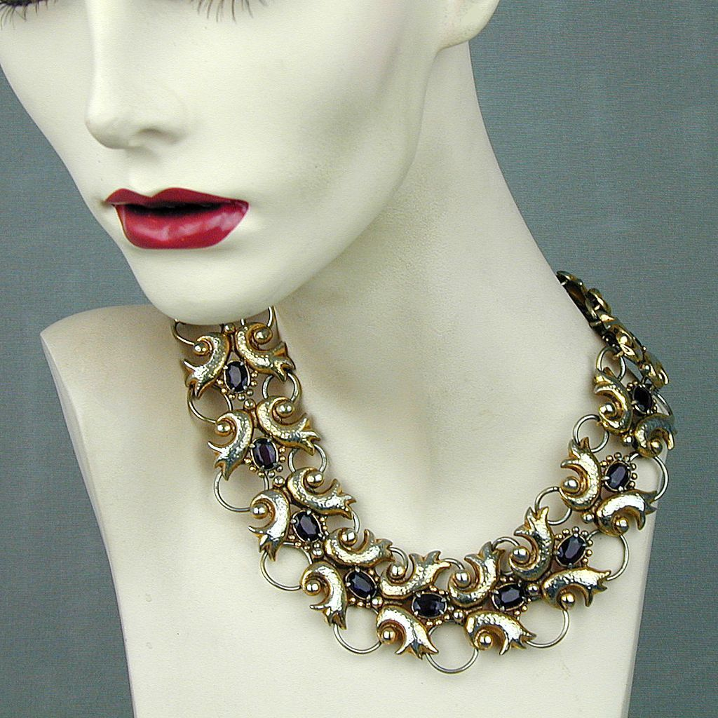 Art Deco Unsigned Designer Necklace - Gilt Metal & Amethyst Glass
