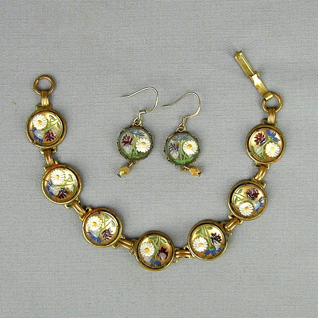 Old c1940 Carved Reverse Glass Bracelet & Earrings Set Daisy