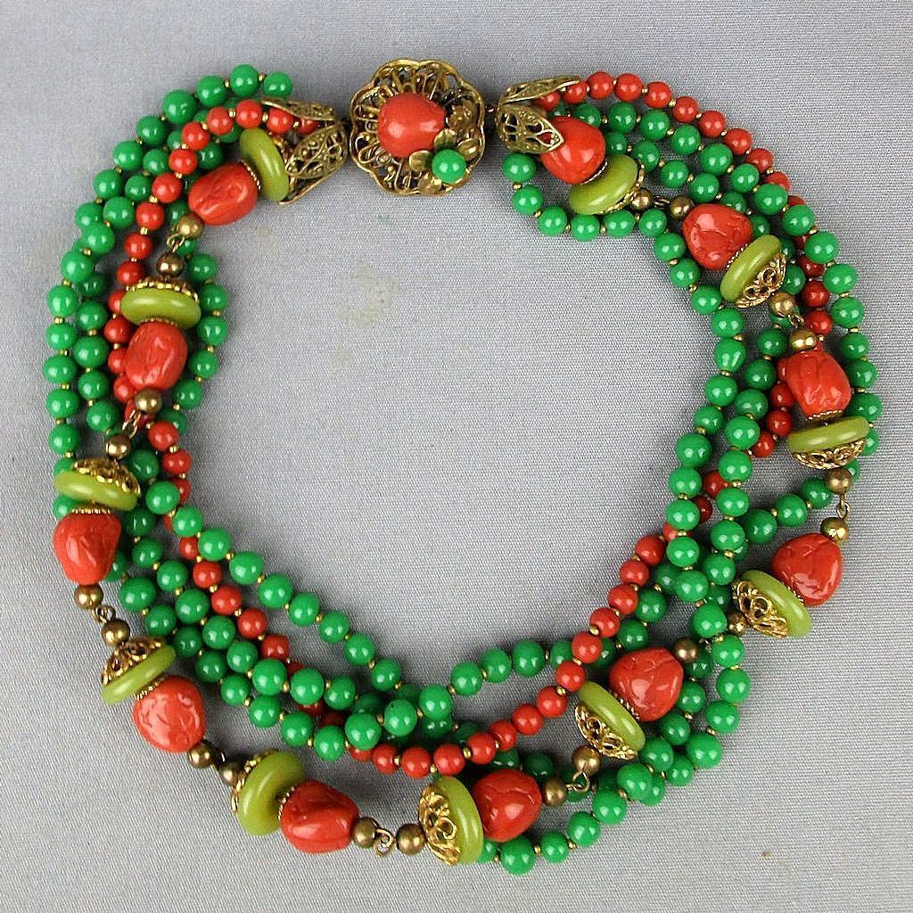 Gorgeous c1940s Necklace Faux Jade / Coral Glass Beads