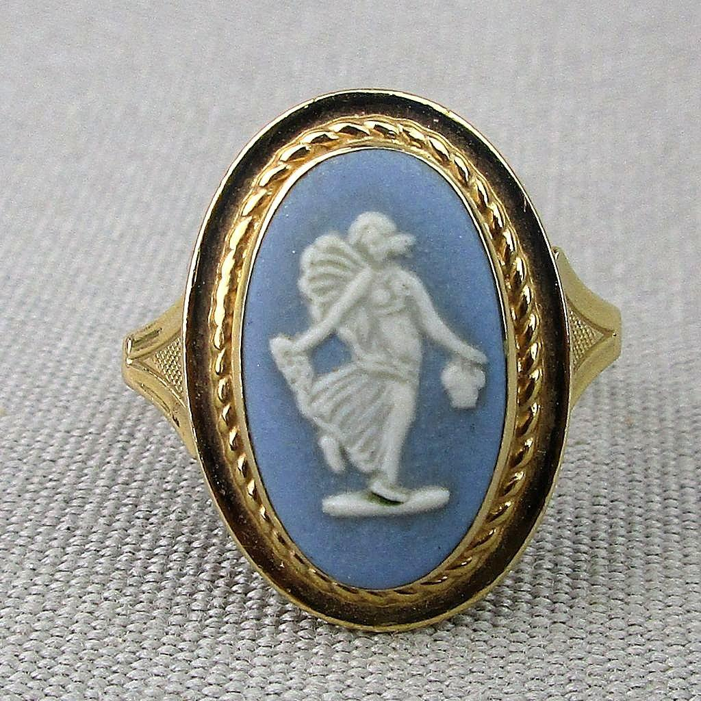 Vintage 14K Gold WEDGWOOD Blue Jasperware Cameo Ring
