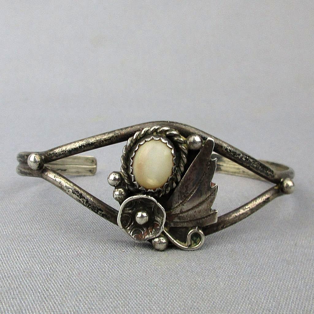 Sweet Vintage Navajo Cuff Bracelet Sterling Silver w/ Onyx