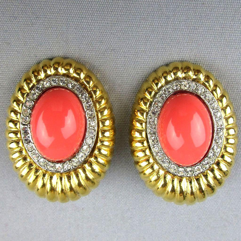 dating vintage monet jewelry Vintage monet jewelry is highly desirable as well, so buyers are encouraged to keep an eye out at antique stores and secondhand shops monet jewelry, vintage and contemporary, comes in a wide selection on retail sites, such as ebay.