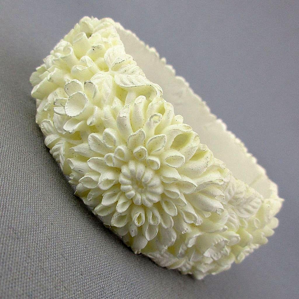 Vintage Sprouting Flowers Plastic Hinge Bracelet