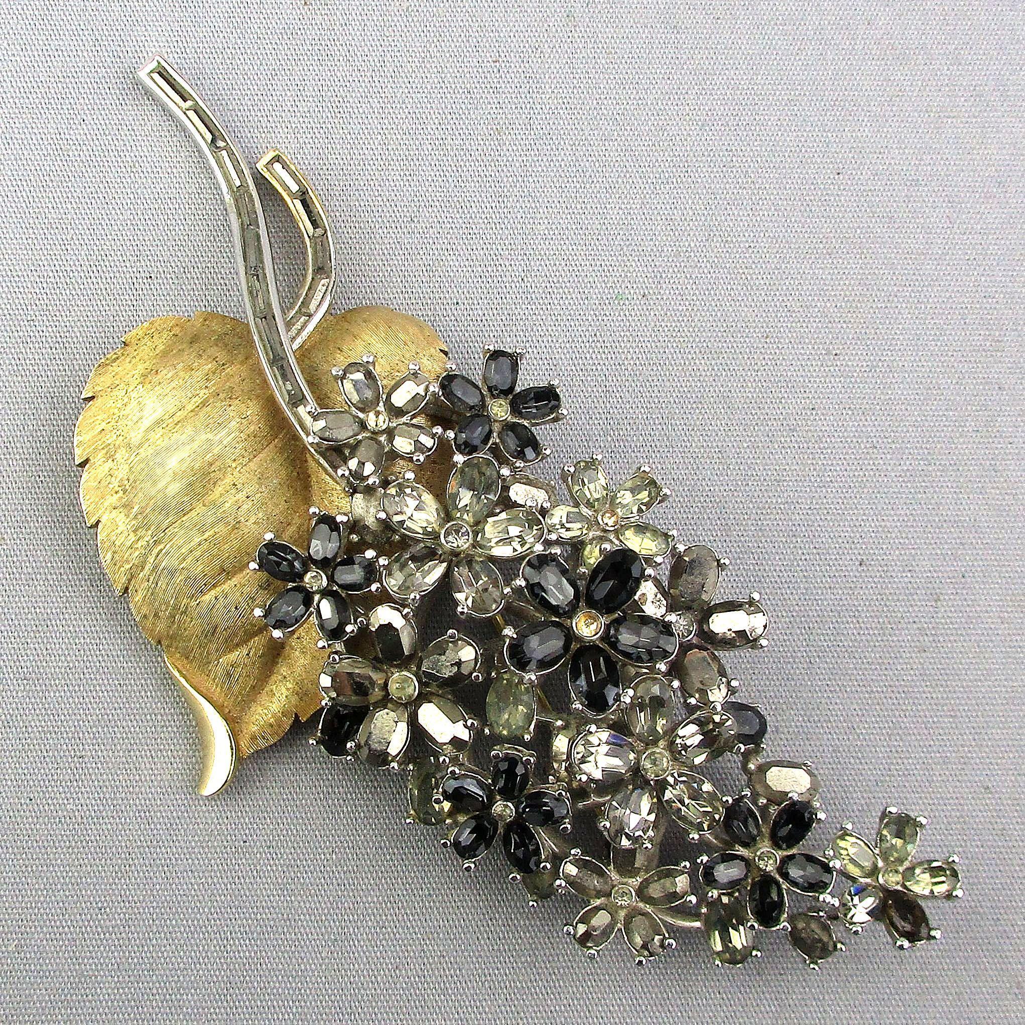 Crown Trifari Big Rhinestone Flower Pin 4 Inch Beauty