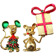 Vintage Signed Mouse Pin w/ Christmas Gift ... A Tree Mouse