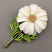 Signed Crown TRIFARI Daisy Flower Pin Enamel