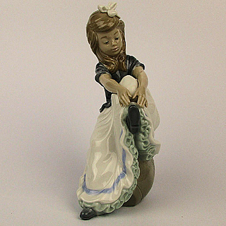 Vintage Lladro Daisa Figurine Girl Reaching For Shoe