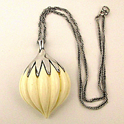 1960s TRIFARI Melon Ribbed Pendant Necklace