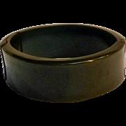 Green Bakelite hinged bracelet oblong wide
