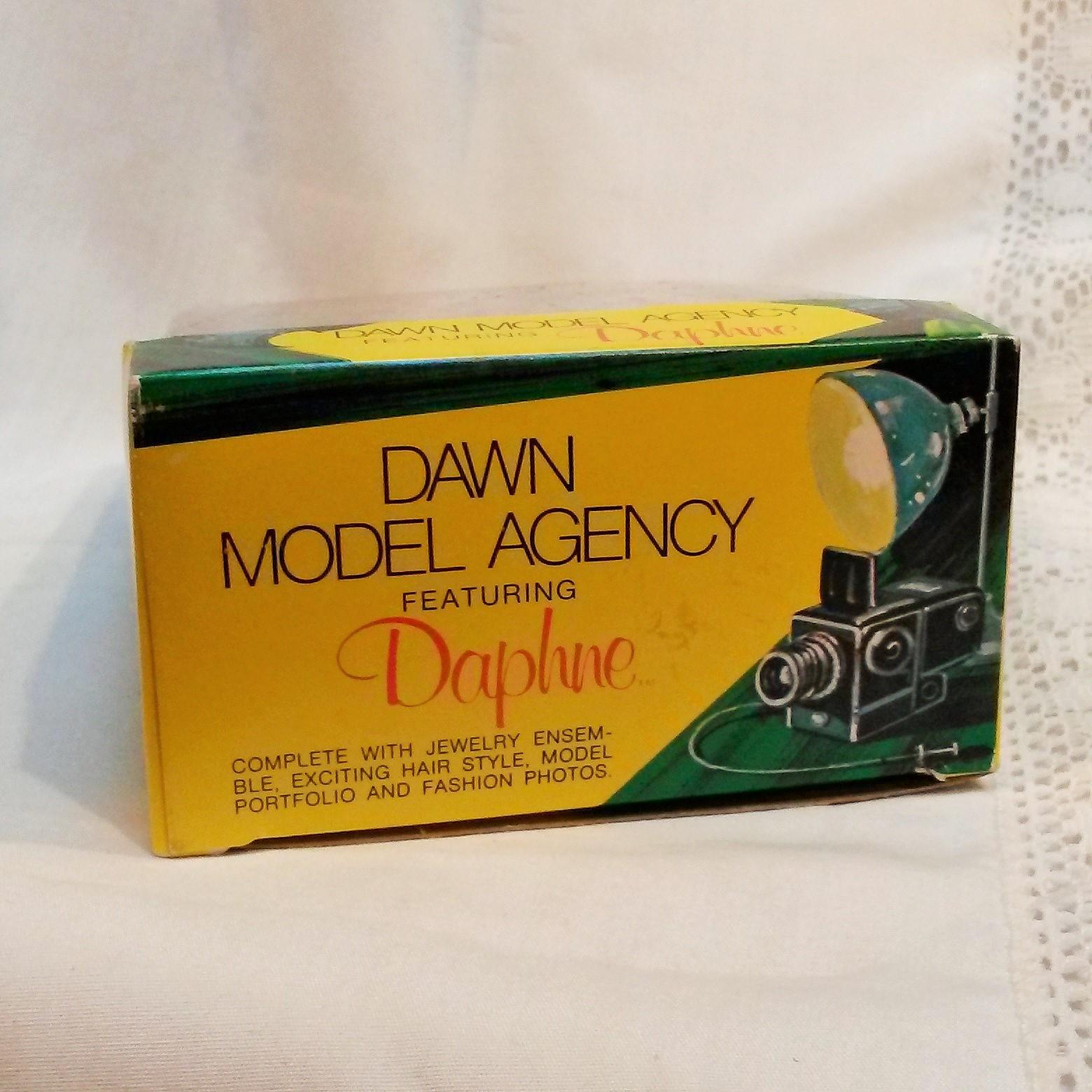 Dawn model agency daphne doll in original box from green mannequin on