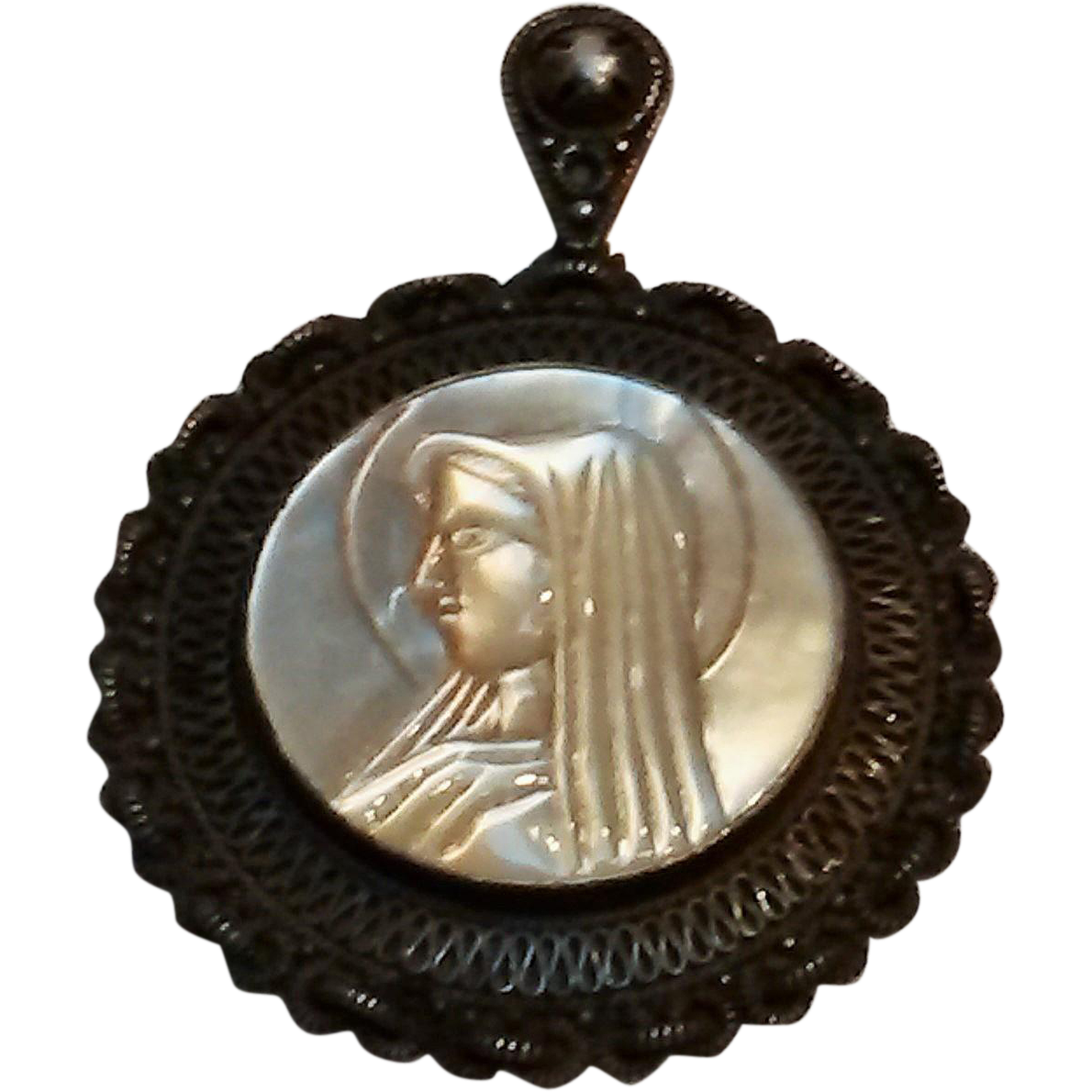 Jerusalem 980 silver mother of pearl cameo pendant Madonna virgin Mary