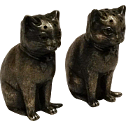 Meriden Silver Plate Company cat shakers with glass eyes 799 salt pepper