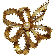 Boucher ribbon bow pin cultured pearl