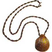 Tirfari cockle  shell pendant necklace