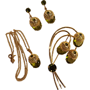 Sarah Coventry Touch of Elegance parure pin earrings pendant