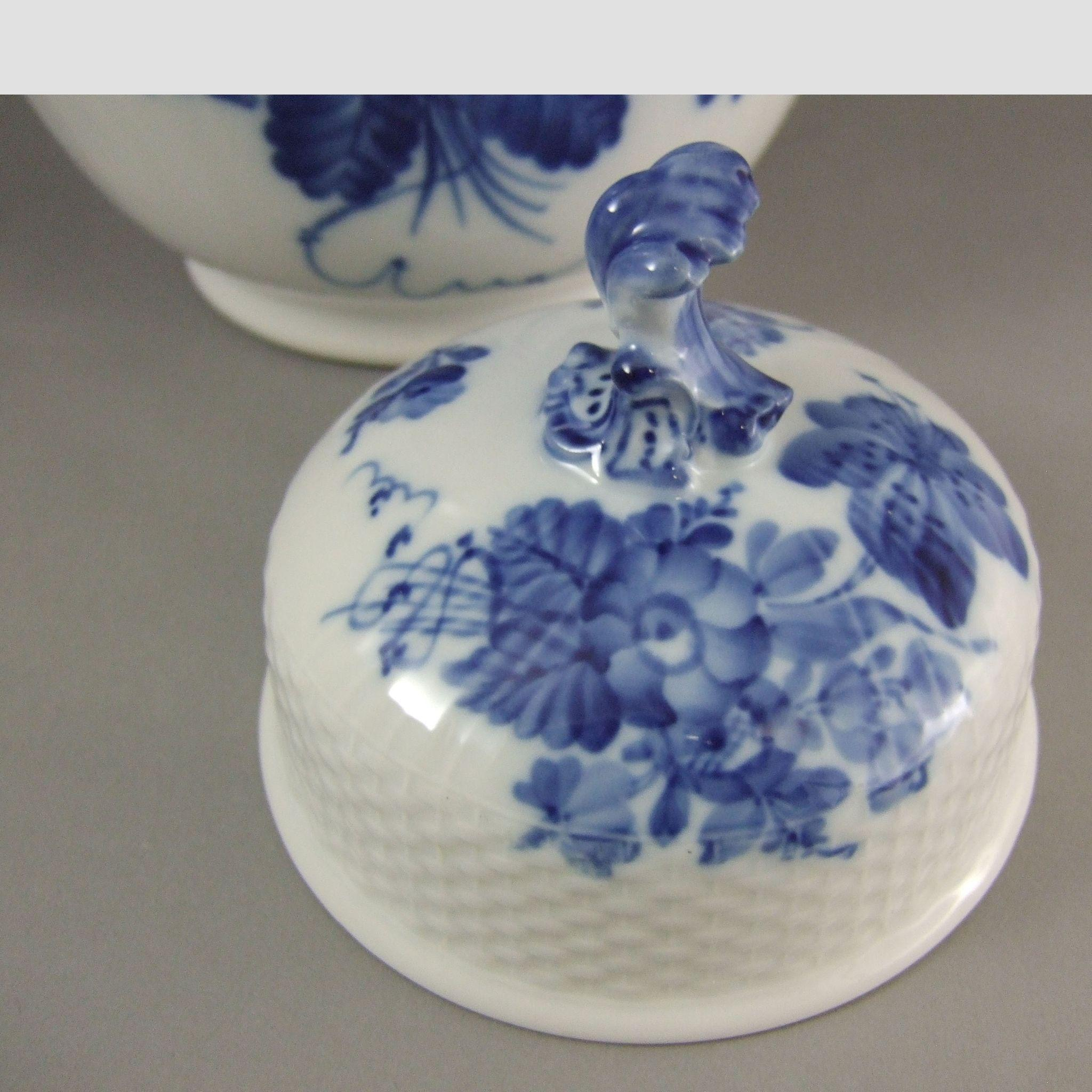 royal copenhagen porcelain blue flowers blaue blume lidded jar from greencountry on ruby lane. Black Bedroom Furniture Sets. Home Design Ideas