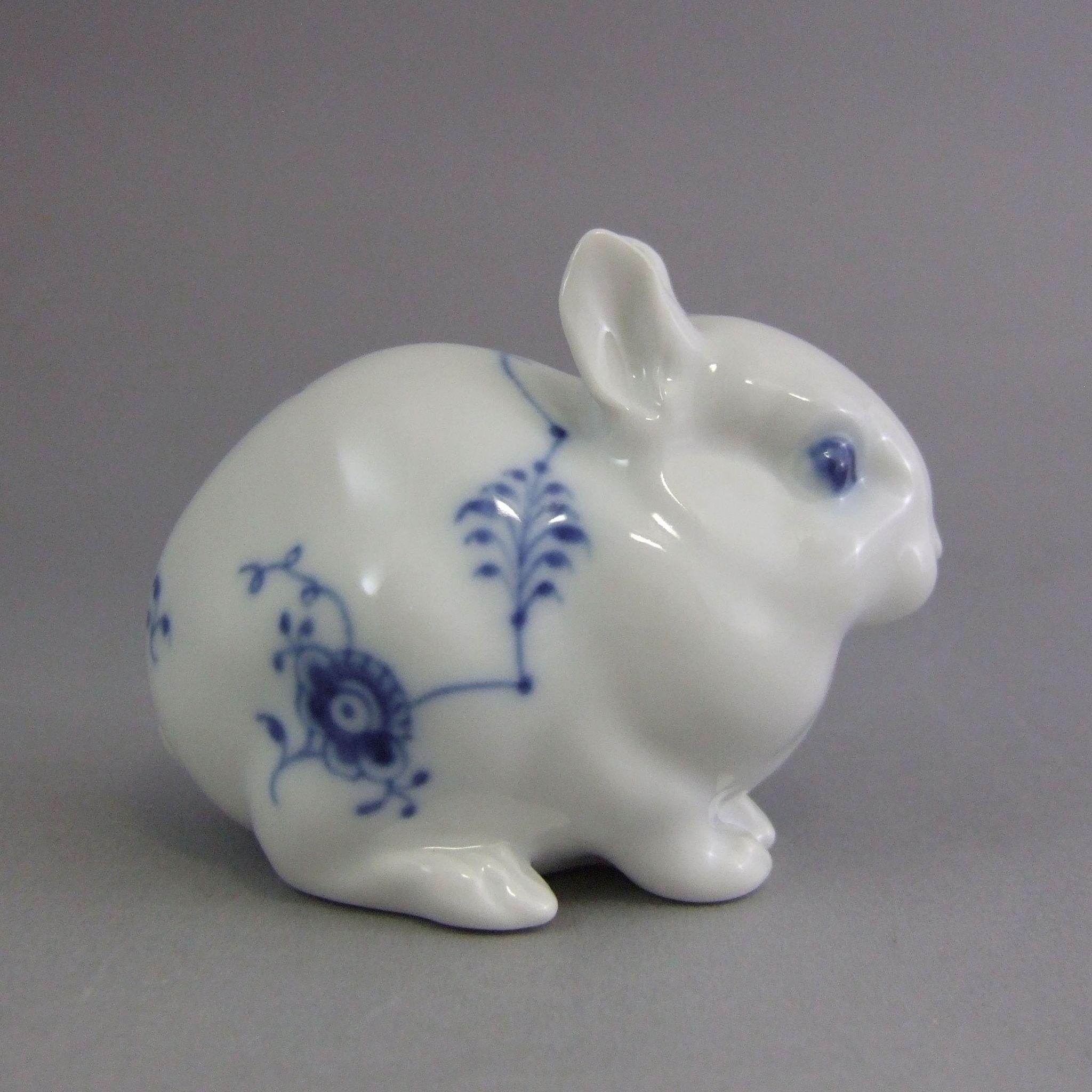 royal copenhagen danish porcelain figurine rabbit 154. Black Bedroom Furniture Sets. Home Design Ideas