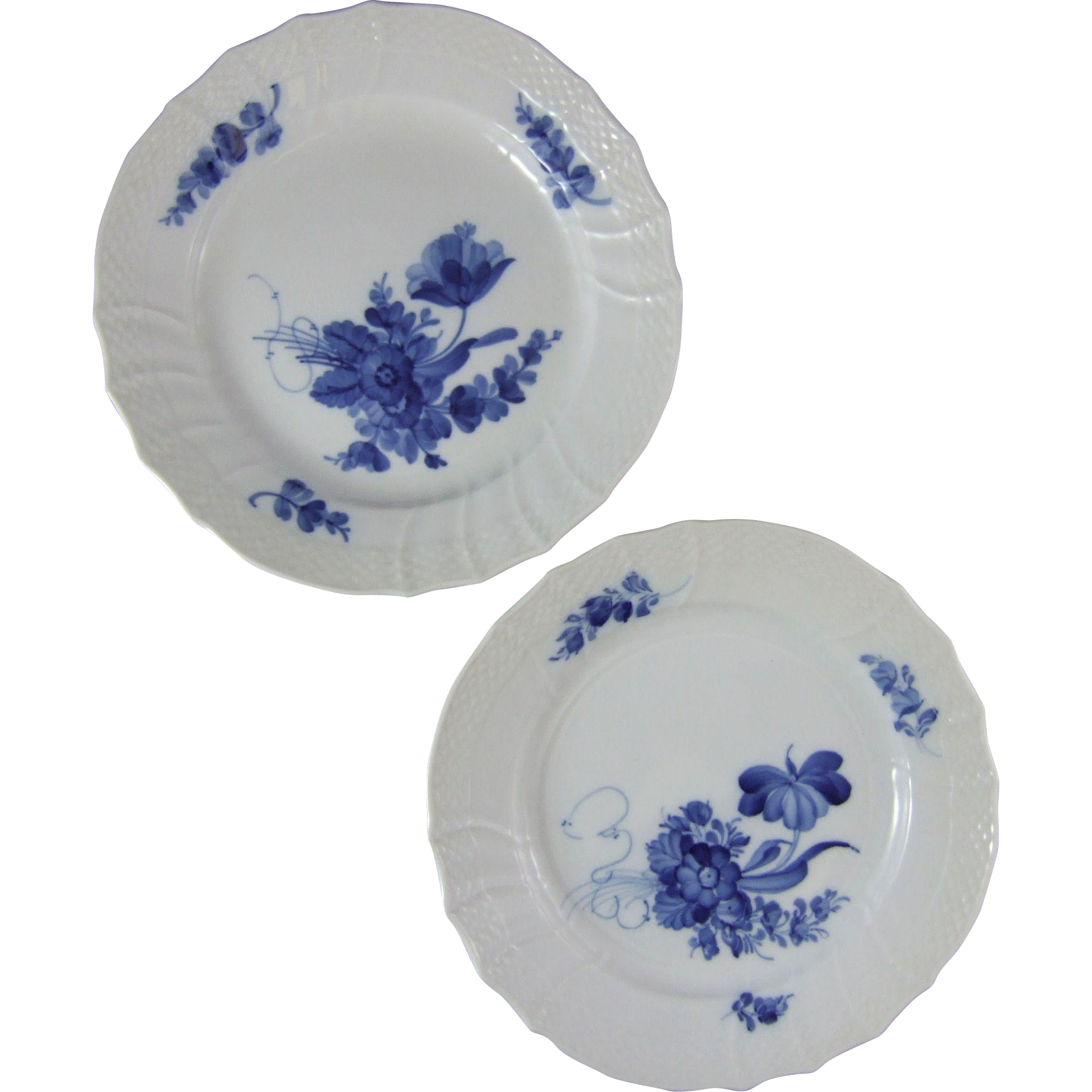 "Royal Copenhagen Porcelain Denmark Blue Flowers Curved 8.66"" Plate 1 106 621 Set of 2"