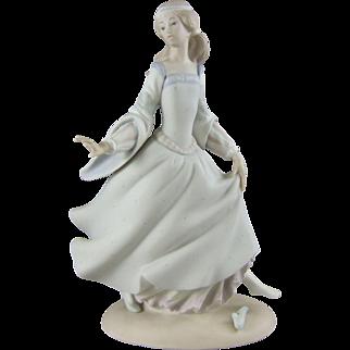 Lladro Porcelain 4828 Cinderella Figurine