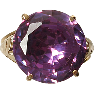 Vintage Ring - Lab Grown 'Alexandrite'/Colour Color Changing Sapphire Set in High Carat Gold