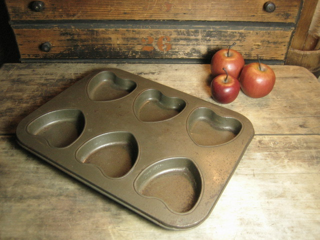 Granny's Favorite Old Farmhouse Kitchen Metal Valentine's Heart Muffin Pan