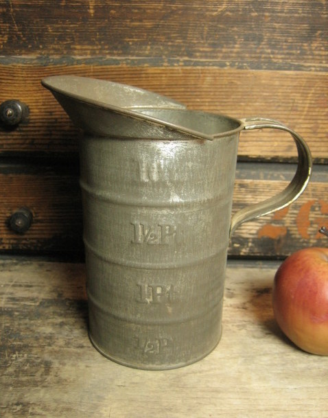 Granny's Old Farm Kitchen Tall Tin 1 Quart Measure
