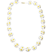 Groovy Plastic Daisy Necklace