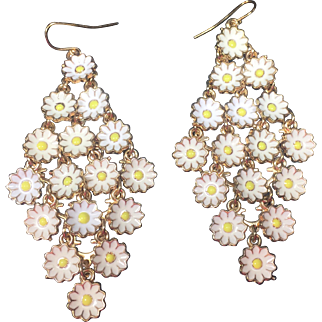 Diamond Shaped Bunches of Daisies Dangle Earrings