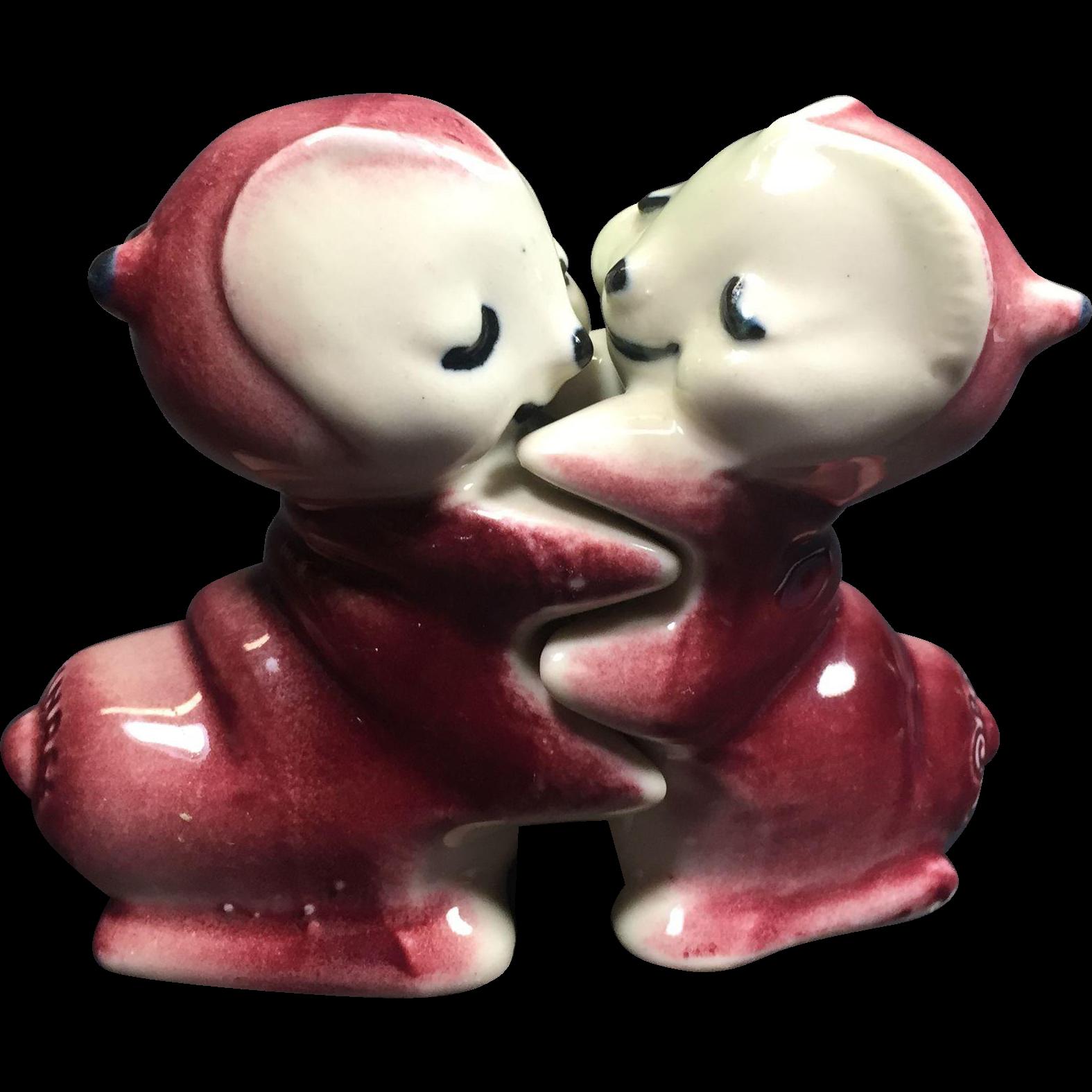Vintage Hugger Salt Pepper Shakers Lovebugs Van Tellingen Bendel Ceramic