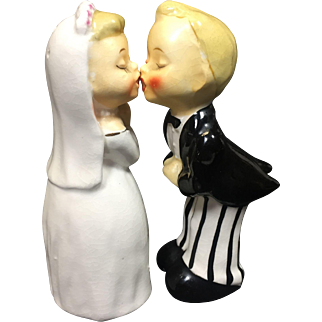 Vintage Bride Groom Kissing Salt Pepper Shakers Napco