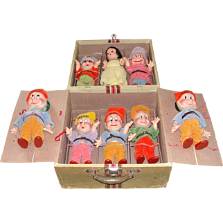 Extraordinary All Original 1938 Knickerbocker Composition Walt Disney Snow White and the 7 Dwarfs in their Original Carrying Case!