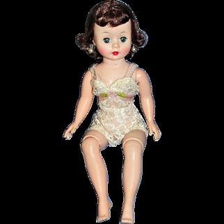 Vintage 1959 Madame Alexander Cissette in Original box with Wardrobe