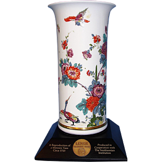 Exquisite Special Edition Lenox Saxony Meissen Vase Produced in cooperation with the Smithsonian Institution - Gorgeous!