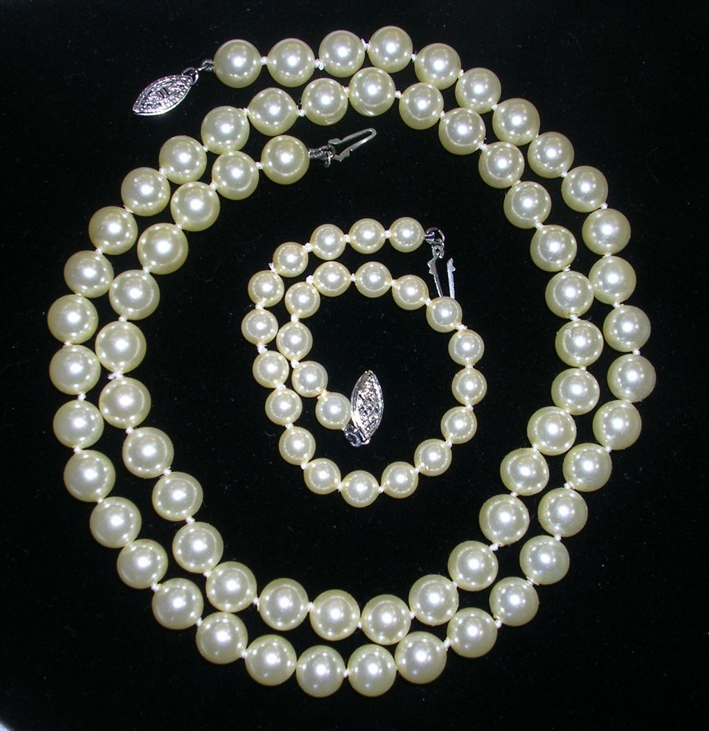 Mallorca Pearl Necklace: SALE!! Lustrous Estate Mallorca Imitation Pearl Necklace