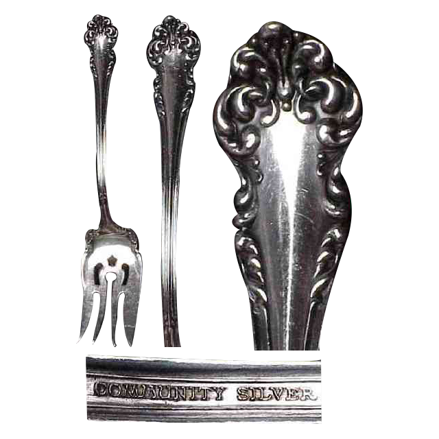 1901 Avalon Pattern Silver Plated Meat Serving Fork by Community