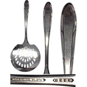 Deco circa 1937 Reverie Pattern Silverplated Tomato Server