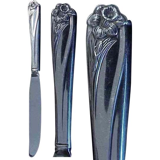 "1847 Rogers Bros. Silverplate Daffodil Pattern 9 & 1/2"" Dinner Knife"