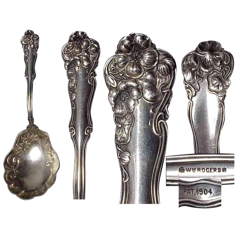 1904 Berwick Silverplate Berry Spoon by Wm Rogers Art Nouveau Pattern