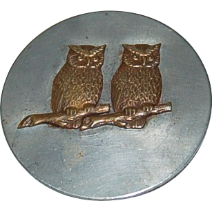 Great Figural Big Round Brooch / Pin w/ 2 Brass Detailed Owls!