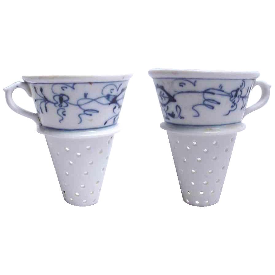 Blue Onion Porcelain Strainer/Funnel