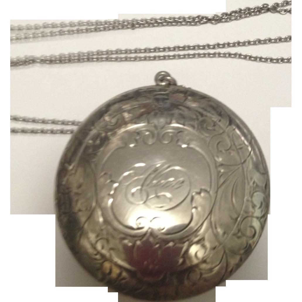 1900's Fancy Sterling Silver Compact w/ long chain